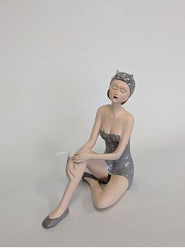 Picture of Sitting Vintage Beach Lady Grey